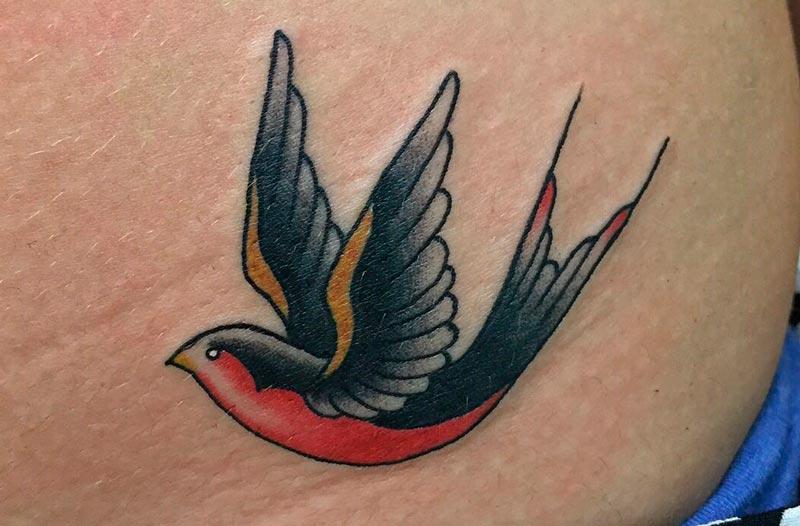 Tatuaje Tradicional golondrina TATUARTE
