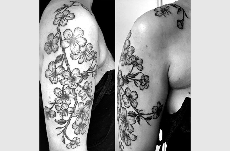 tatuaje realista flores